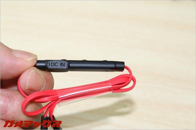 SoundPEATSの「Q12」の充電端子の蓋はプラスティック