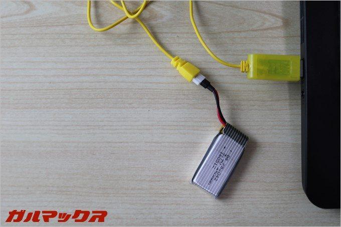 GoolRC T5Gのバッテリーを充電中は消灯します