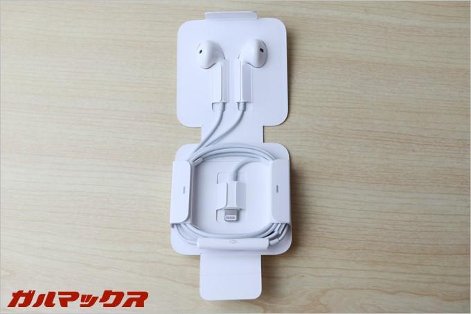 iPhone7からはLightning形状のイヤホンが標準で付属してます!