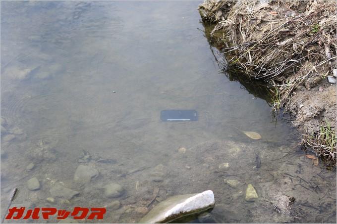 BV6000sが水に沈みました