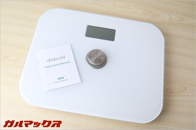 dodocool製の体重計DA100は説明書と本体のみでシンプルパッケージとなってます。