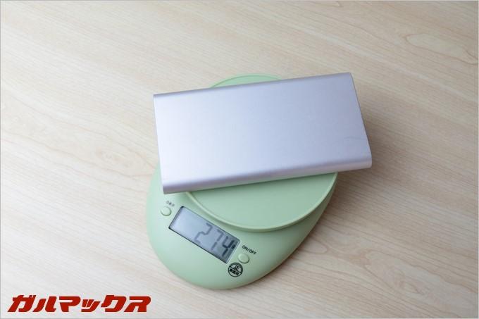 普段持ち歩いている12000mAhのバッテリーは重量が274gと結構な重量です。