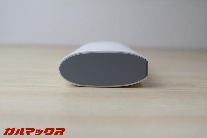 REMAXのSTAR TALKはLEDライトを搭載しているので「握って使うこと」を想定した形状となっています。