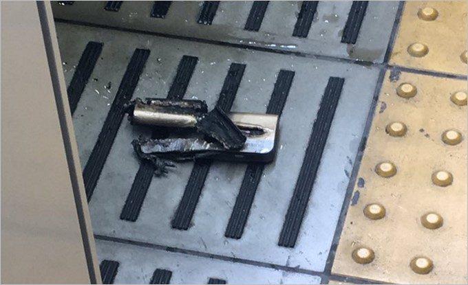 発火したモバイルバッテリー