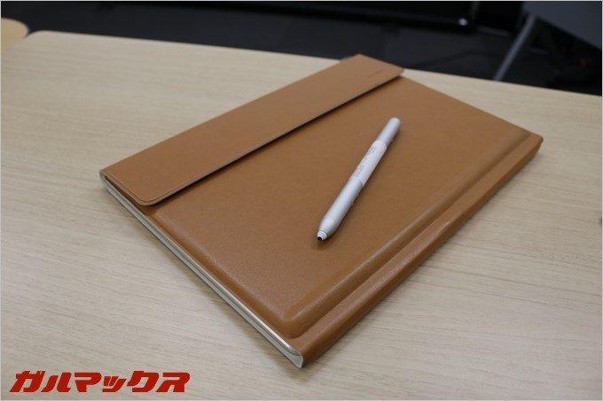 カバーとしても使えるHUAWEI MateBook