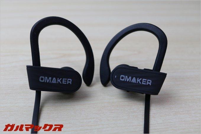OMAKERのE10は大型のイヤーフックが特徴的