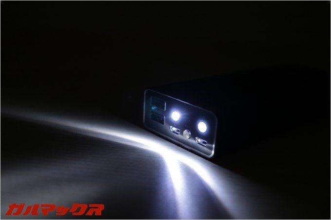 懐中電灯として使える2連LEDを搭載しています