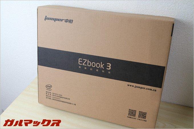 配送用の箱の中にJumper Ezbook 3のパッケージが入っています。