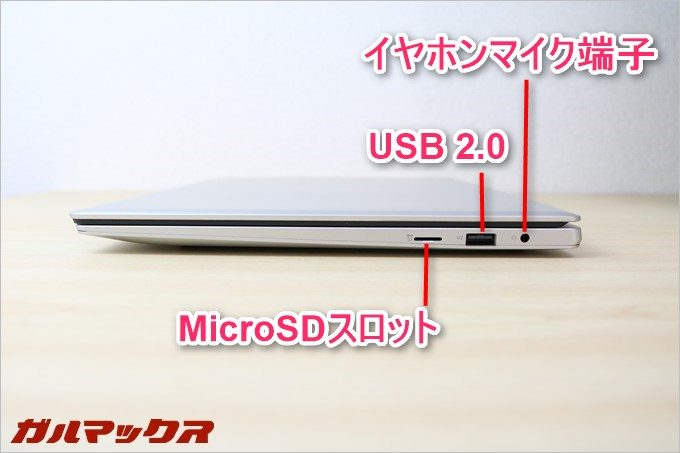 Jumper Ezbook 3の右側面に複数の端子が備わっています。