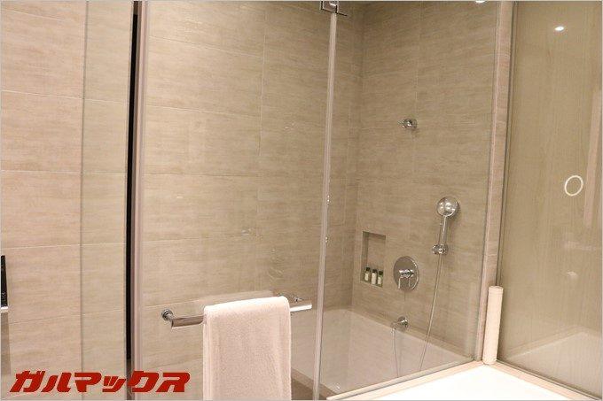 ハンブルハウス台北の客室は浴槽とシャワーが別となっています。
