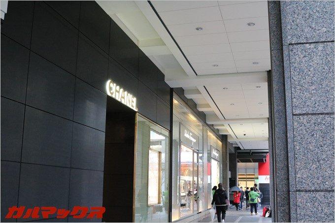 ハンブルハウス台北の近くには一流ブランド店が立ち並びます。
