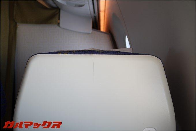 シートのヘッドレストは伸びます。