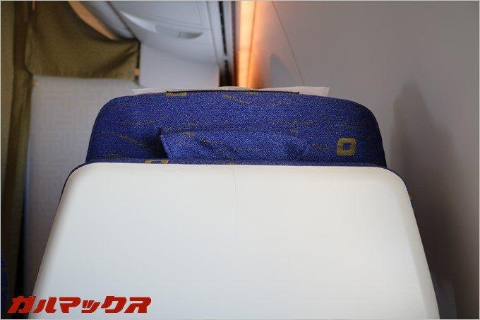 シートのヘッドレストが調整できるので背が高い方も快適。