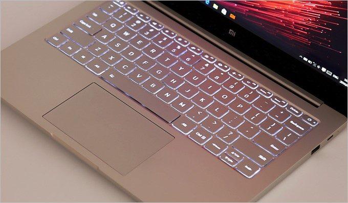 Xiaomi Air 13 Laptopもキーボードが美しく光ります。