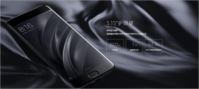 1500:1の高コントラストディスプレイは4096段階の輝度調整技術に対応。ブルーライトカットで目にも優しい。