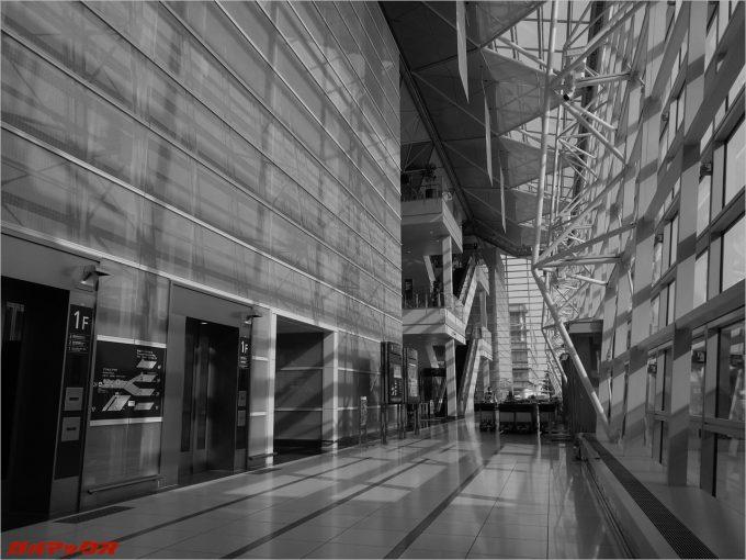 セントレア空港にてUMIDIGI Z PROでモノクロ撮影