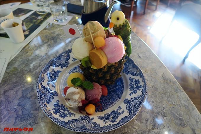 7種のアイスがてんこ盛りなパフェ