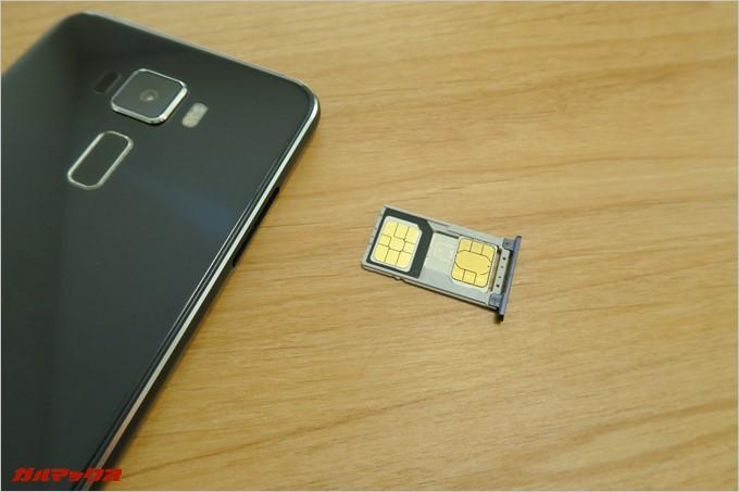 SIM変換アダプターを利用してNanoSIMをMicroSIMとして挿しました。