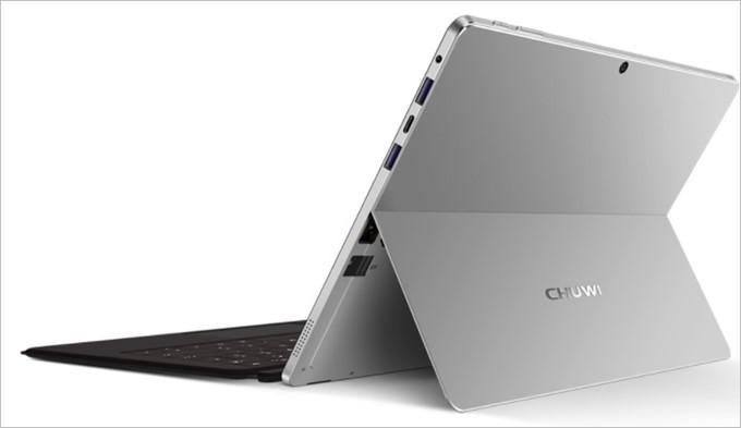 SurBookはキックスタンドを採用したスタイリッシュな外観