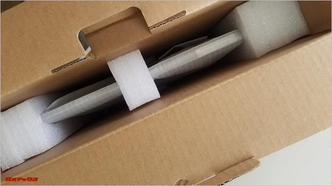 T-Bao Tbook4 14.1の本体は緩衝材でガッチリ保護されています