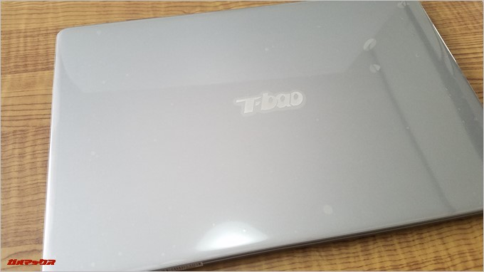 T-Bao Tbook4 14.1の天板にはT-Baoのロゴがついてます