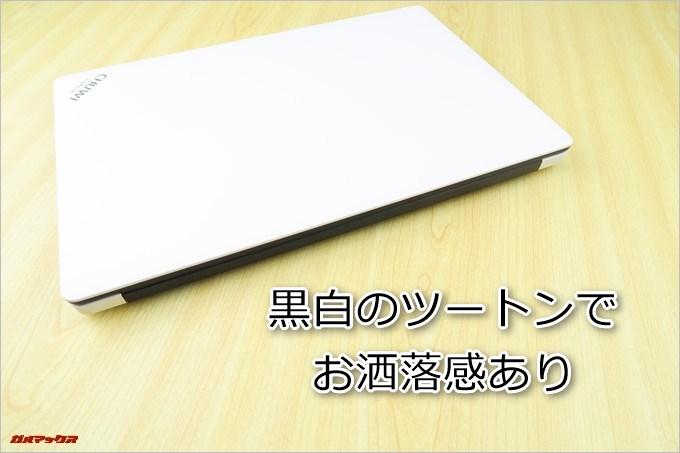 CHUWI LapBookは黒白のツートンカラーでオシャレ感が高いです