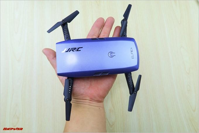 JJRC H47は手のひらに乗せられる位にコンパクトです
