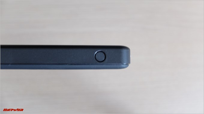 Anker PowerCore2 Slim 10000の側面には充電ボタン
