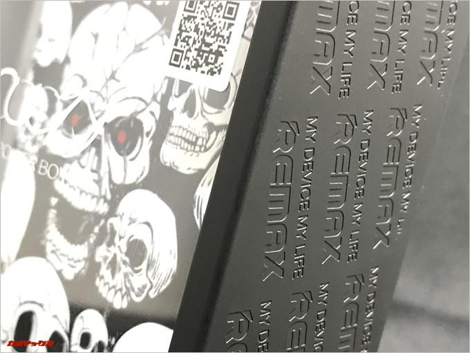 REMAX COOZYの外箱の横にはREMAXの文字が刻み込まれており外装から非常に凝った作りとなっています