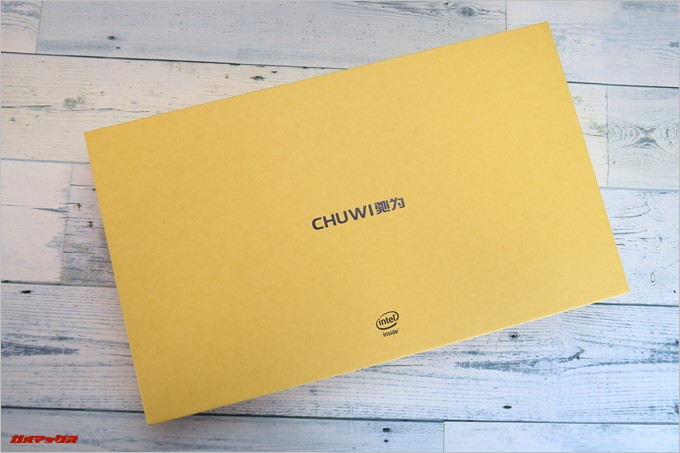 Chuwi LapBook AIRは頑丈な外箱に入って届きます