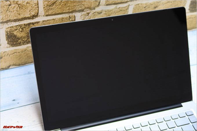 Chuwi LapBook AIRのディスプレイは流行りの全面ガラス張り