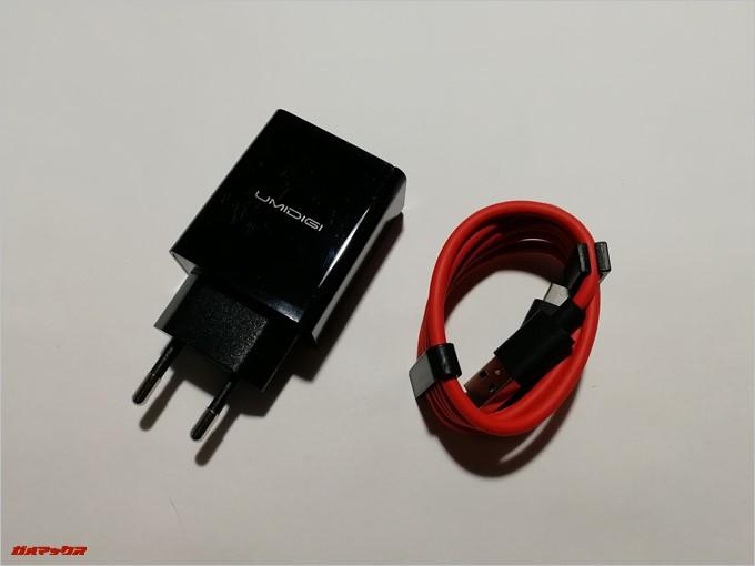 UMIDIGI S2で付属の充電器は日本で利用できない形状となっていました