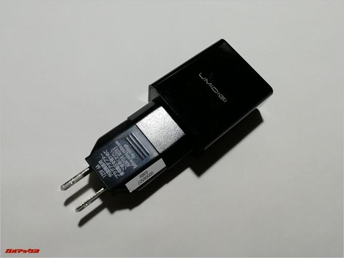 UMIDIGI S2は日本で利用できるあ充電器のアダプターが付属しています