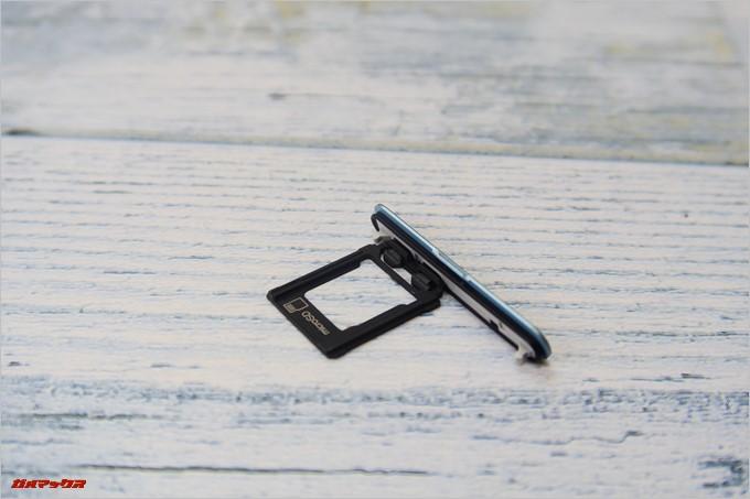 Xperia XZ1 Compact(G8441)の防水蓋にはバッチリパッキンが付いています