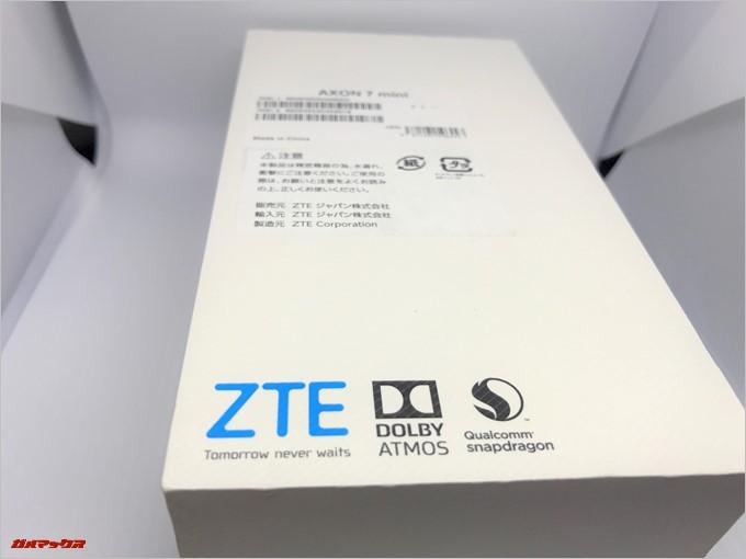 ZTE AXON 7 miniの裏側にはスペックが記載されています