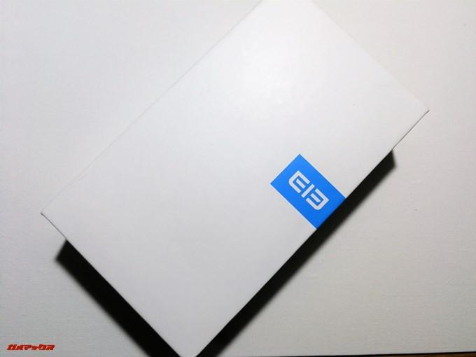 Elephone S8のパッケージはシンプルなホワイトの箱に入っています