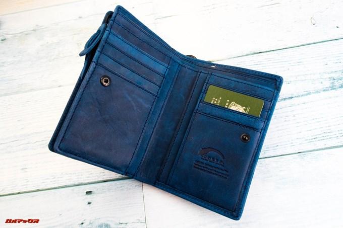 [COREOの馬革 折財布 8FJ-9979]は左右のポケットに8枚のカードが入ります