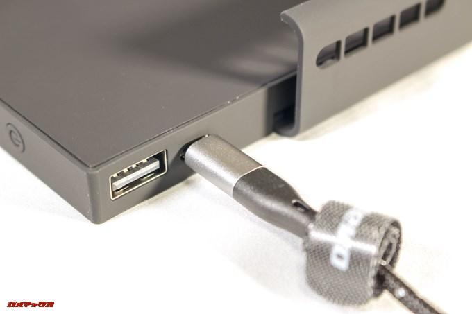 cellevo GAME POWERの各種充電、給電端子は本体上部についています。