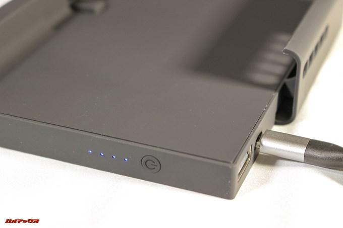 cellevo GAME POWERの側面には4段階のバッテリー残量インジケーターが搭載されています。