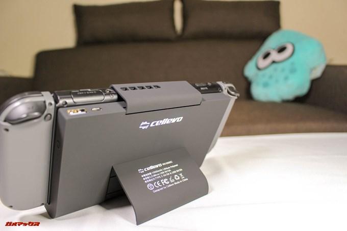 cellevo GAME POWERはスタンド機能が備わっているのでテーブルプレイも対応してます。