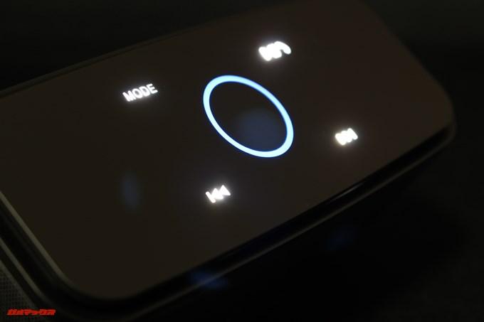 DOSS SoundBoxは暗所でも操作しやすいように各ボタンが光ります