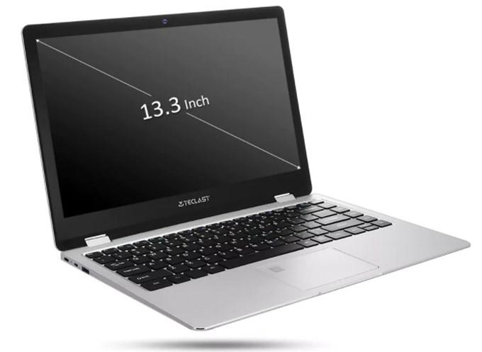 ディスプレイは13.3型でモバイル向けのサイズ感です