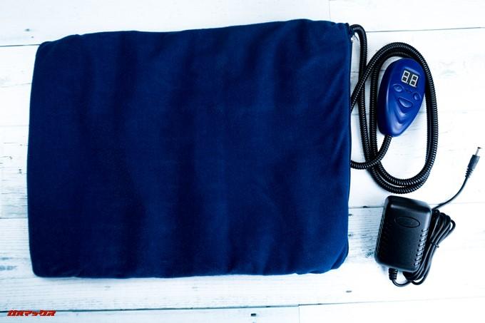 ペット用ホットカーペットはACケーブルがセパレートタイプです。