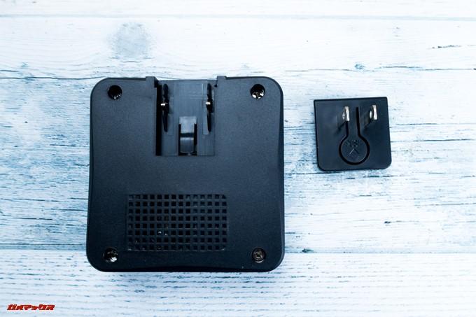 YATAIDI ワイヤレス チャイムの受信機の裏側にコンセントアタッチメントをスライドしながら取り付けられます