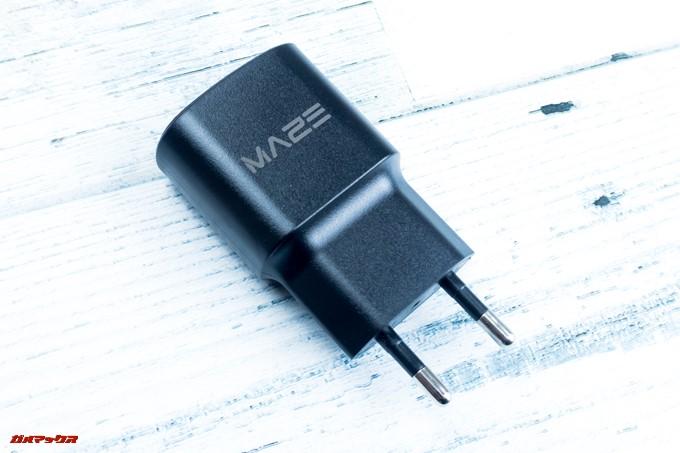 MAZE Alpha Xの充電器は海外仕様なので日本のコンセントにはささらない。