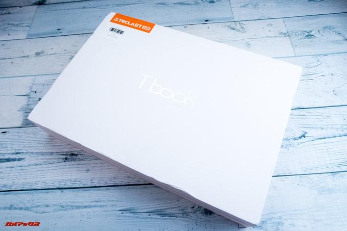 Teclast F6 Proの外箱は真っ白な箱にオレンジの差し色が美しい頑丈な箱でした。