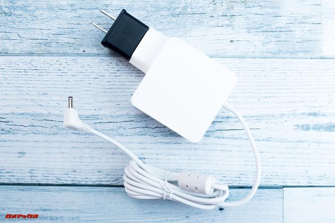 Teclast F6 Proの付属充電器を利用するにはプラグ変換アタッチメントが必要です。