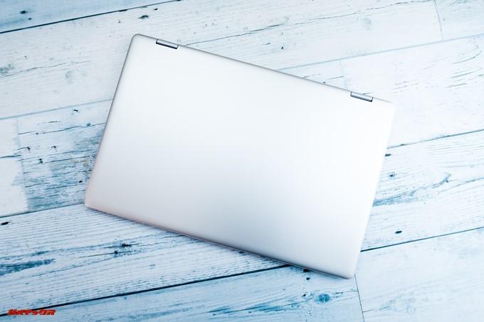 Teclast F6 Proは天板にロゴのないシンプルな見た目。アルミ素材なので質感が高いです。