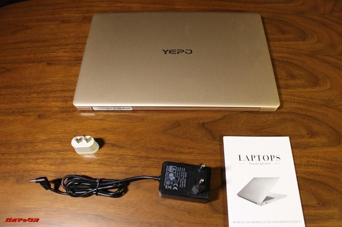 YEPO 737A Notebookの同梱物はシンプルな内容で簡易説明書、充電器、日本のプラグで利用できる変換アダプターが付属していました。