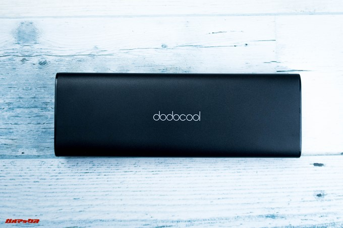 dodocool DP13はアルミ媒体でつや消しブラックカラーなので指紋が目立ちません